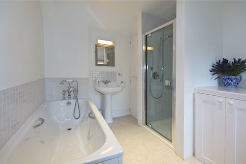 Bwthyn Gwe Bathroom - St Davids Holiday Cottages Pembrokeshire