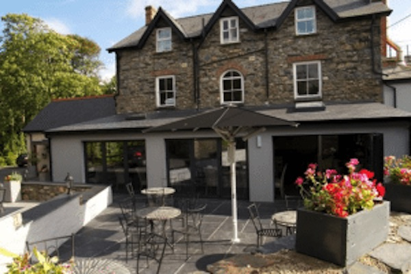 St Davids Peninsula Cottages Eating Out Wolf castle Hotel