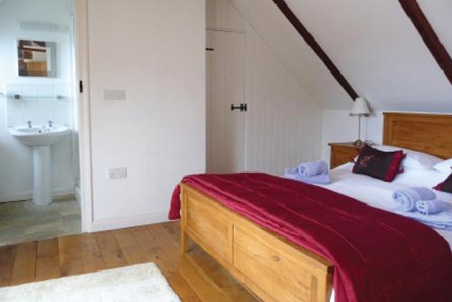 St-Davids-Peninsula-Cottages-Ysgubor-Bedroom