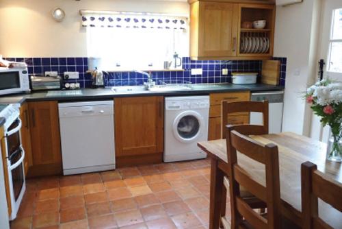 St-Davids-Peninsula-Cottages-Ysgubor-Kitchen